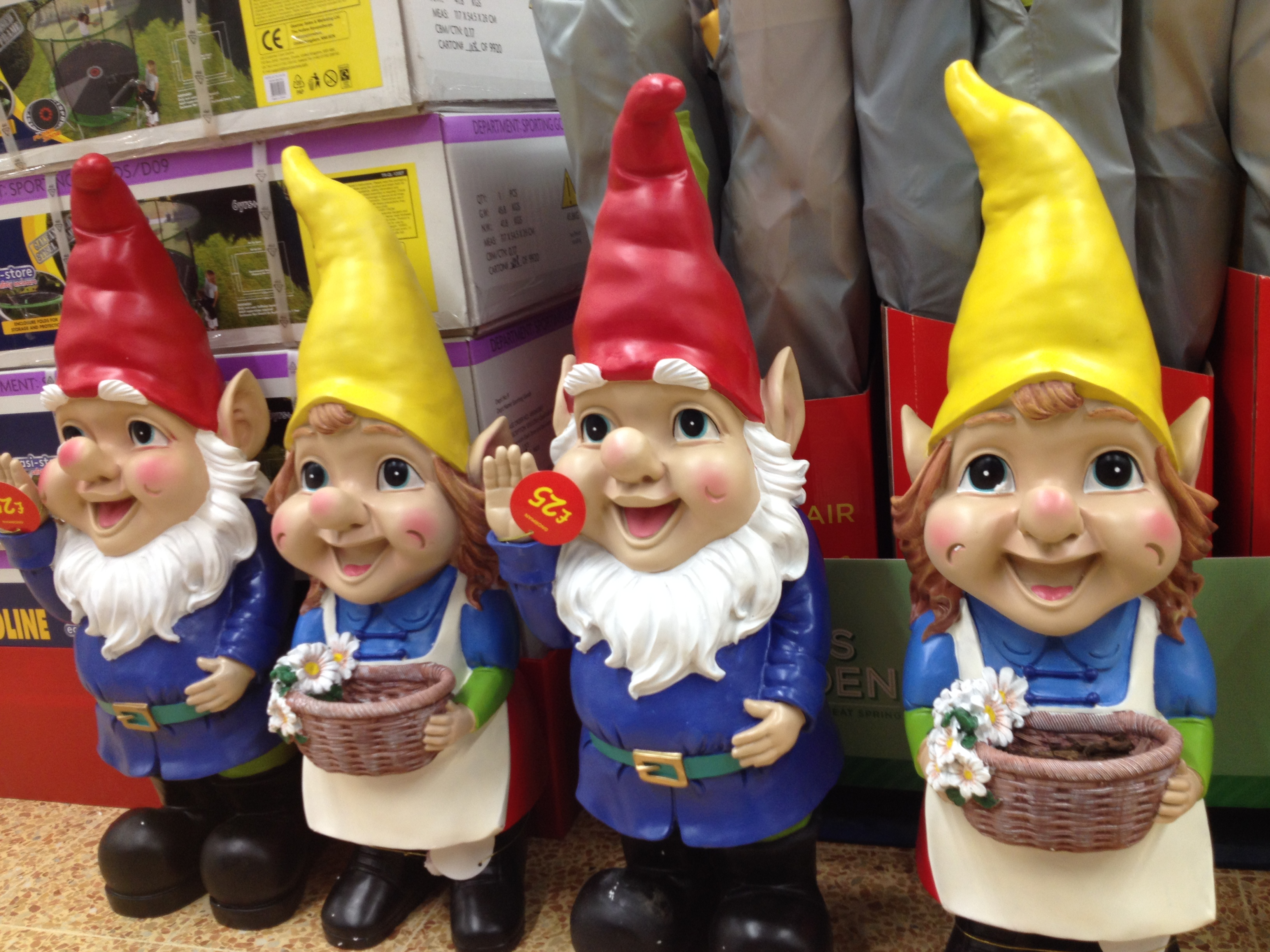 Gnome Garden: GHOSTLY TOM'S TRAVEL BLOG…